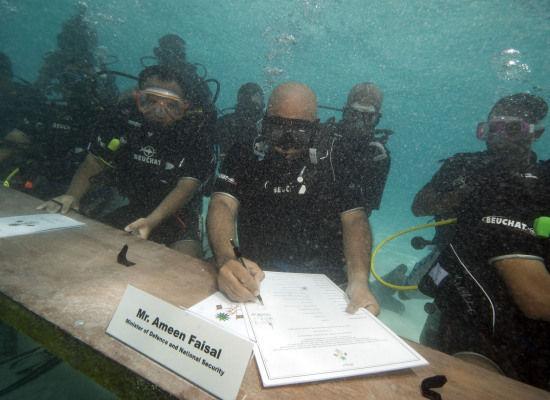Foto sidang kabinet bawah air